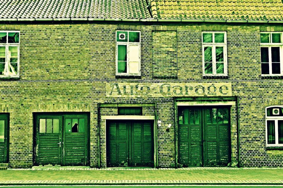 Auto Garage - altes Haus