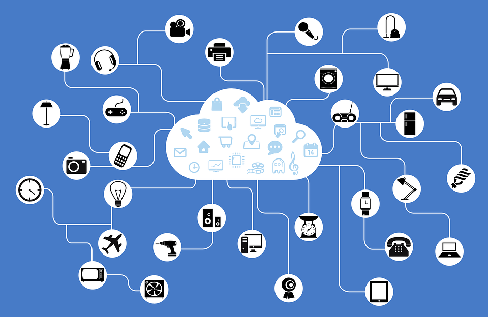Vernetzung - Logos an einer Cloud