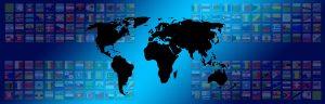 Welt mit Länderfahnen